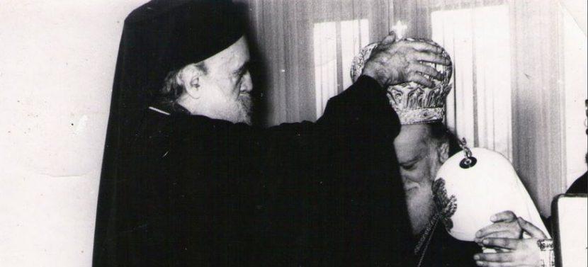 Ο πατριάρχης Αθηναγόρας μιτροφορί τον Μόσχας Αλέξιο Α΄